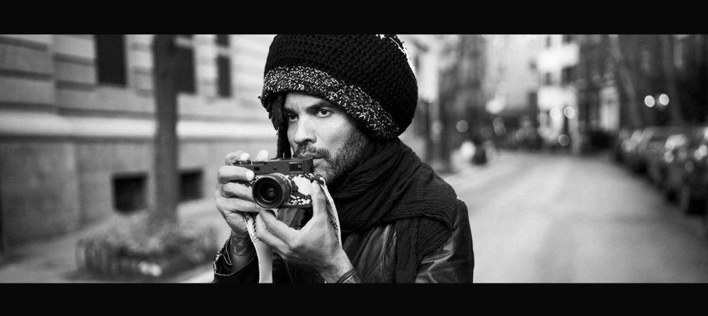 Lenny Kravitz mit Leica-Kamera. © Mark Seliger